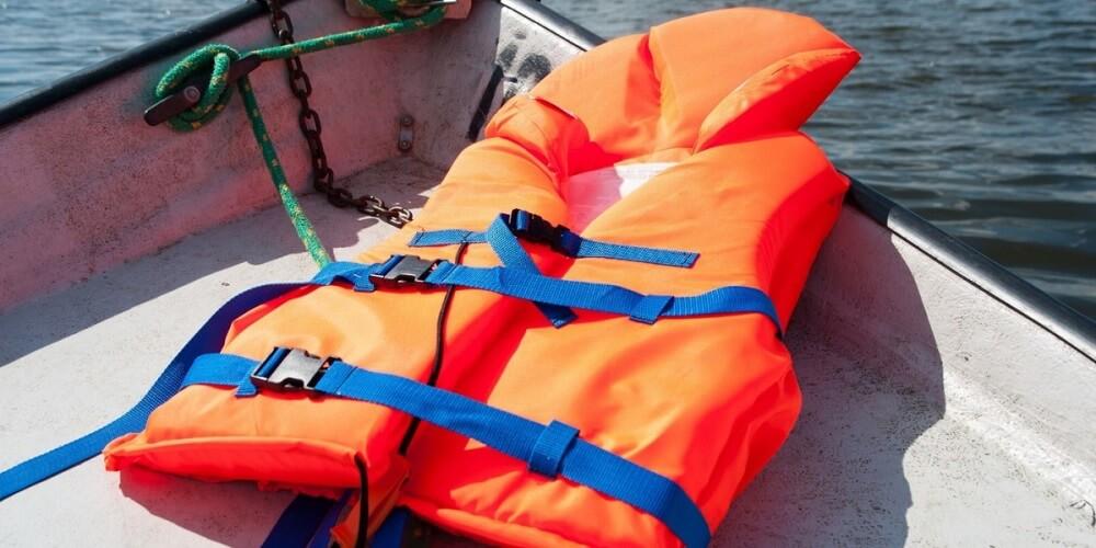 использование пластиковой фурнитуры при изготовлении спассредств